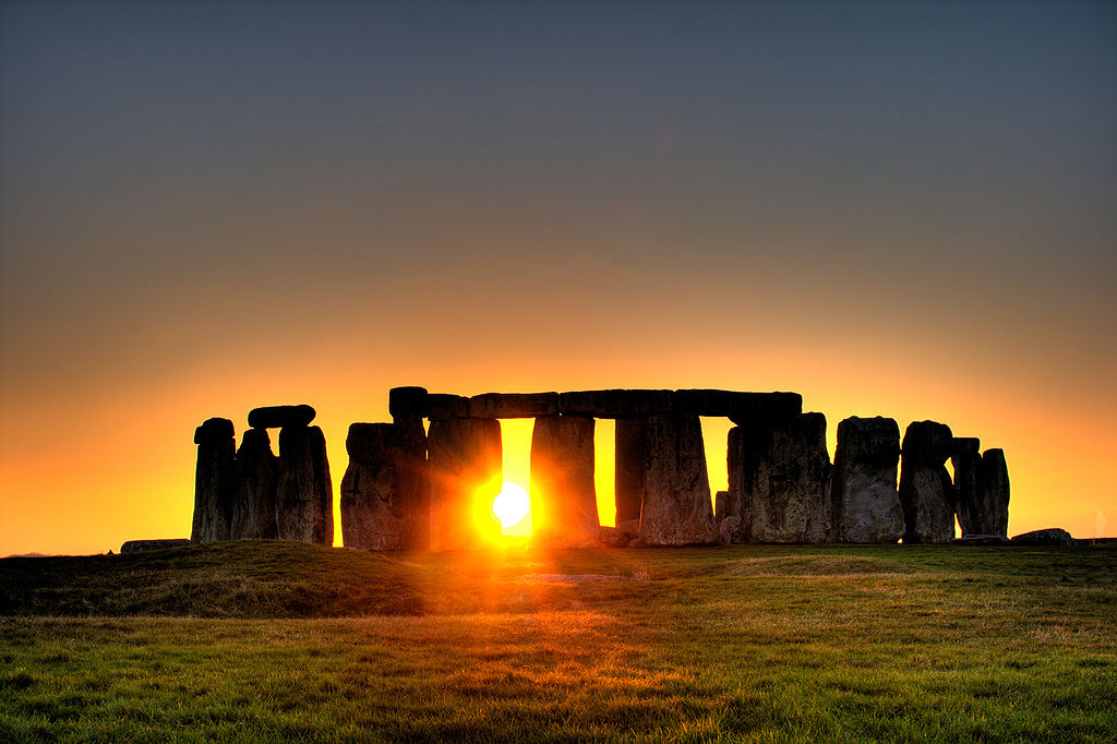 1024px stonehenge sun